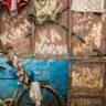 Inde : un portail en fer vétuste à Calcutta