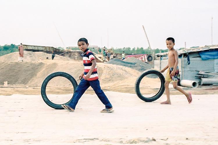 Bangladesh : scène de jeu à Mongla